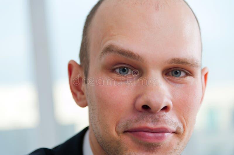 Hombre de negocios hermoso con la ceja aumentada imagen de archivo libre de regalías