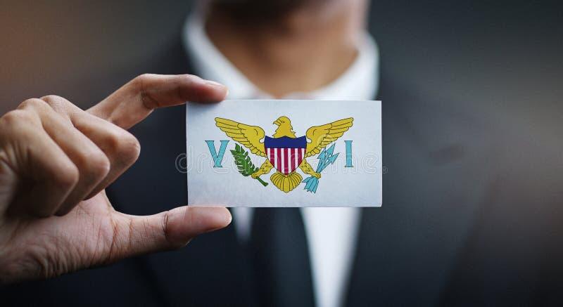Hombre de negocios Holding Card de la bandera de United States Virgin Islands imagenes de archivo