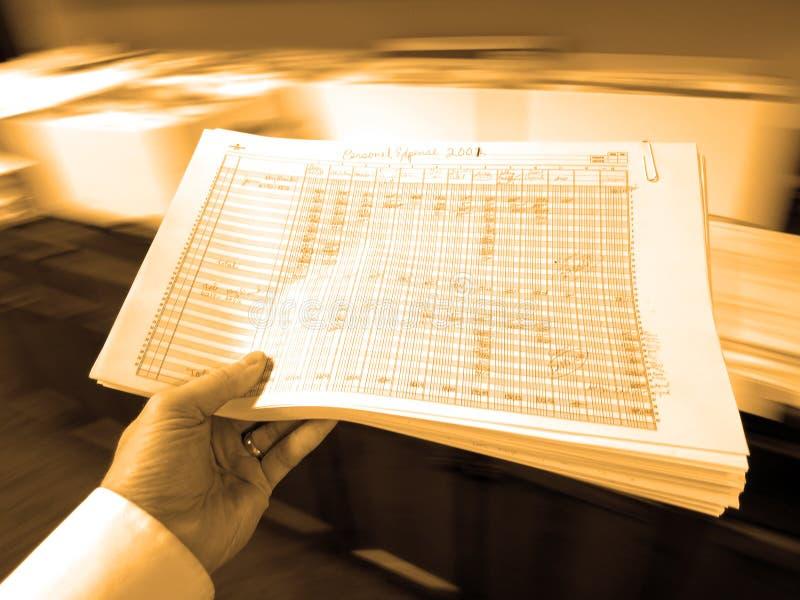 Hombre de negocios Holding Documents Spreadsheets fotografía de archivo libre de regalías