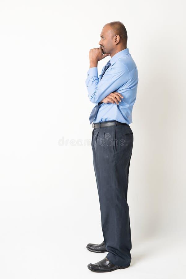 Hombre de negocios indio que tiene un pensamiento fotografía de archivo
