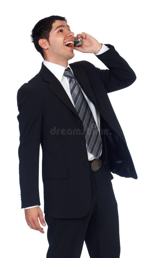 Hombre de negocios joven acertado que habla en el teléfono móvil imagenes de archivo
