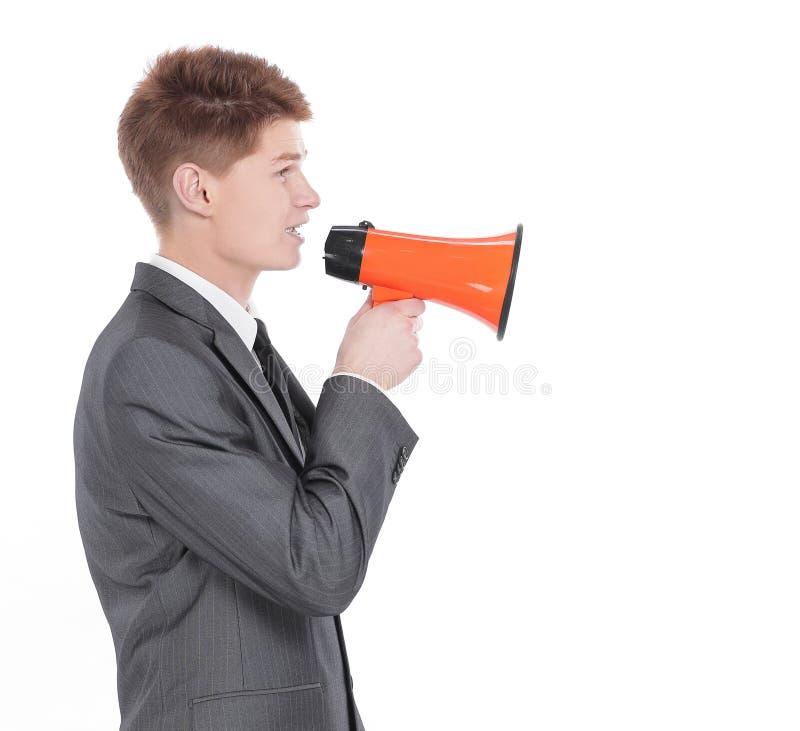 Hombre de negocios joven con un megáfono Aislado en un blanco imagen de archivo