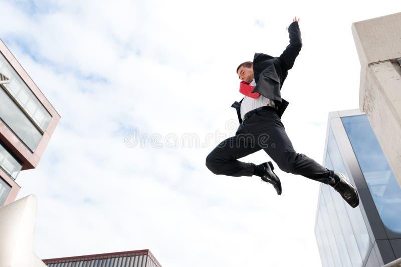 Hombre De Negocios Joven De Salto Fotos de archivo libres de regalías