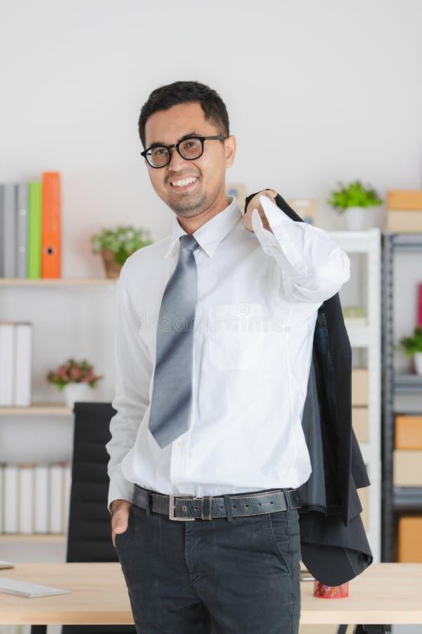 Hombre de negocios joven en el trabajo foto de archivo libre de regalías
