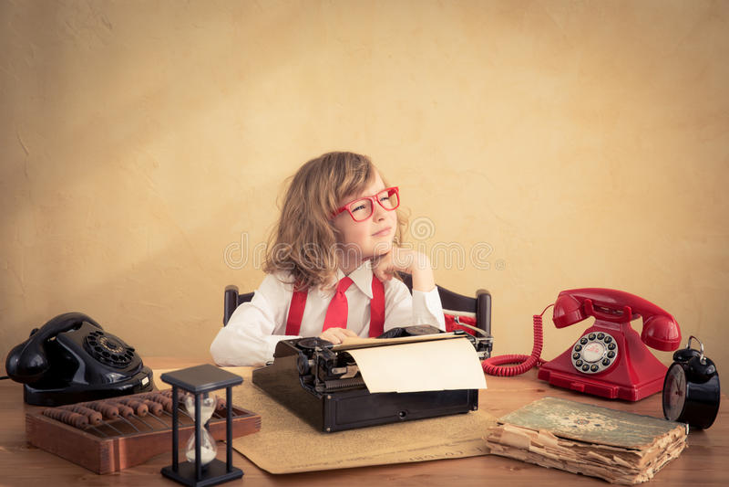 Hombre de negocios joven en oficina imágenes de archivo libres de regalías