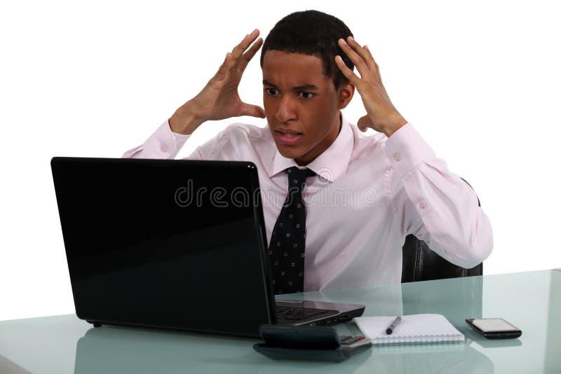 Hombre de negocios joven frustrado fotos de archivo libres de regalías