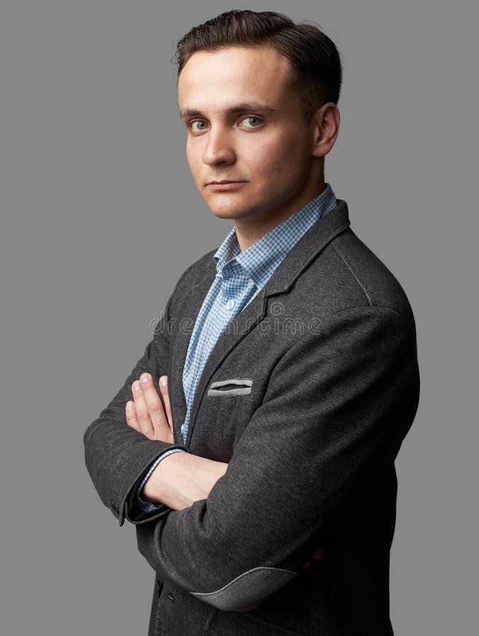 Hombre de negocios joven hermoso en chaqueta casual de moda fotos de archivo libres de regalías