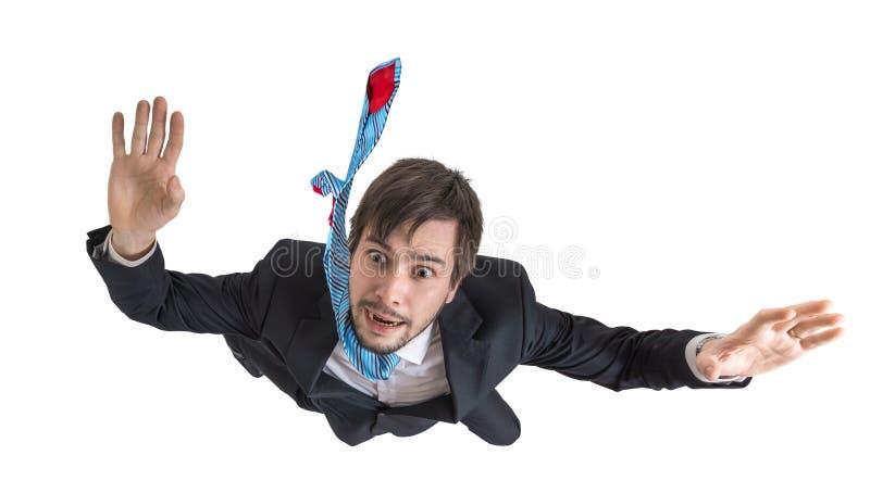Hombre de negocios joven que cae abajo en caída libre Aislado en el fondo blanco imagen de archivo libre de regalías