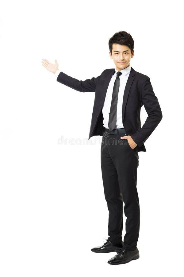 Hombre de negocios joven que presenta algo imagen de archivo libre de regalías