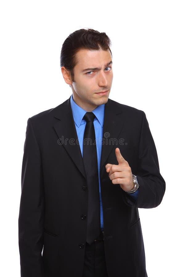 Hombre de negocios joven que señala con actitud fotografía de archivo