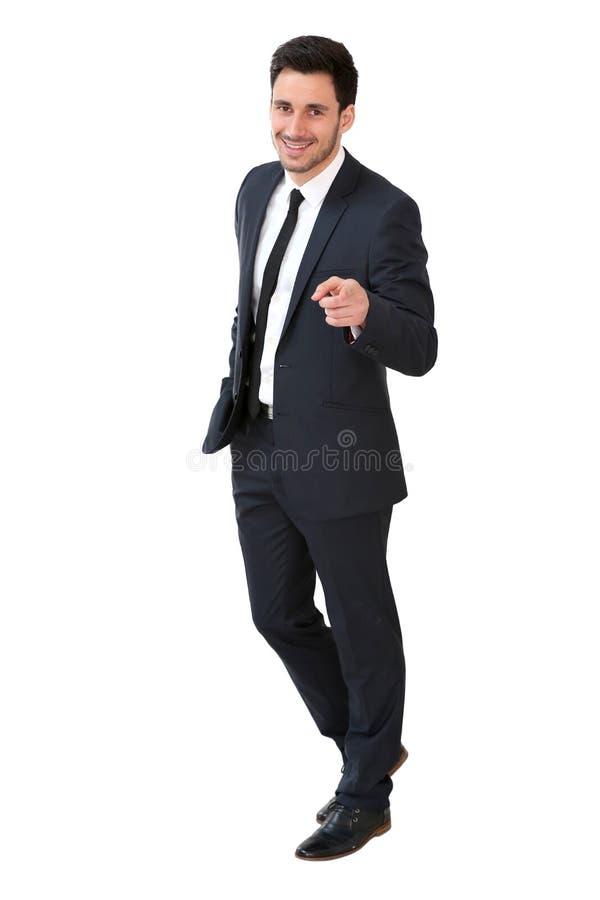Hombre de negocios joven que se coloca en el fondo blanco imágenes de archivo libres de regalías