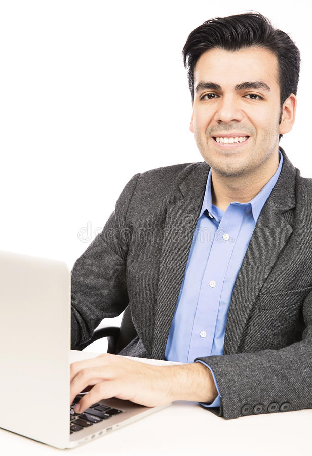 Hombre de negocios joven que usa el ordenador portátil fotografía de archivo libre de regalías