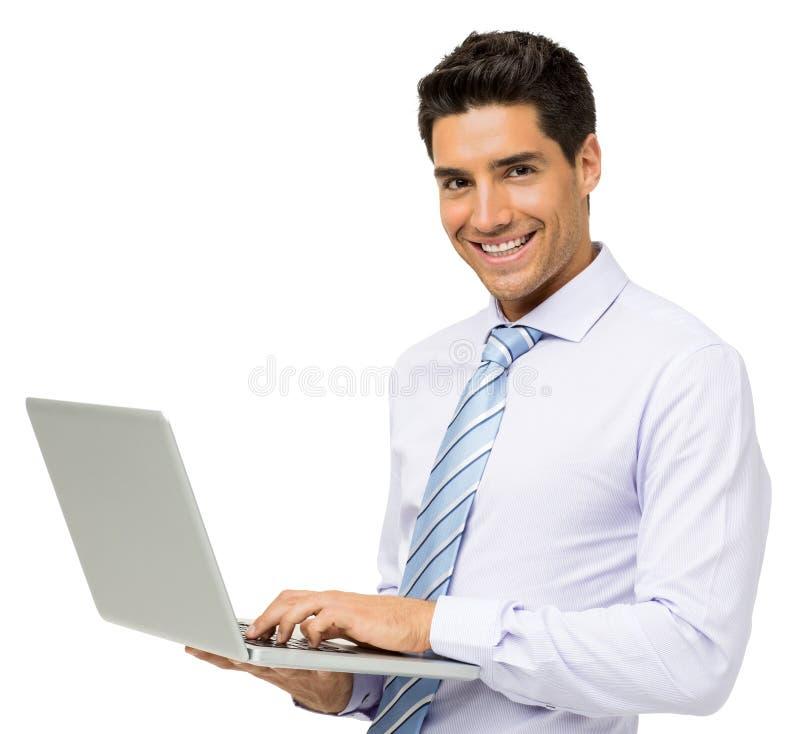 Hombre de negocios joven sonriente With Laptop imagenes de archivo