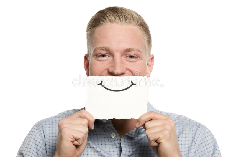 Hombre de negocios amistoso que presenta la tarjeta blanca vacía. imagen de archivo