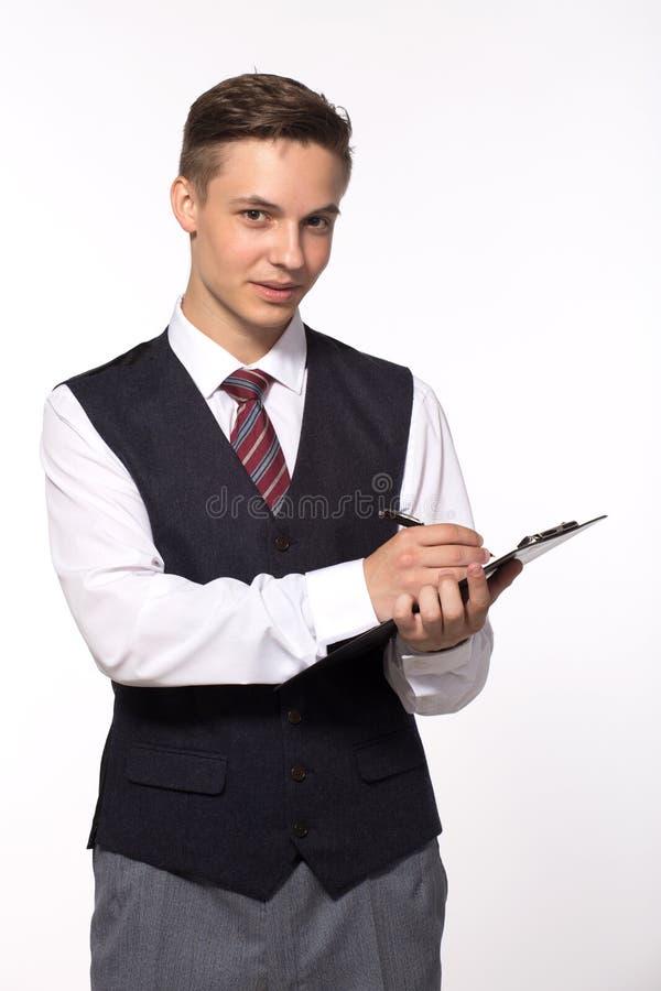Hombre de negocios joven - tablero sonriente y escritura de la tenencia del hombre fotografía de archivo libre de regalías