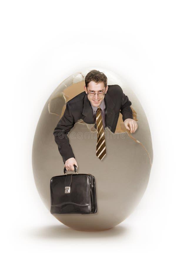 Hombre de negocios joven y huevo grande fotografía de archivo libre de regalías