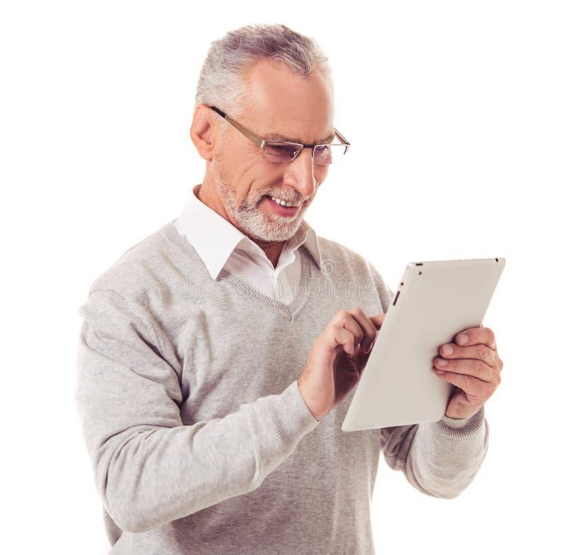 Hombre de negocios maduro con el artilugio foto de archivo libre de regalías