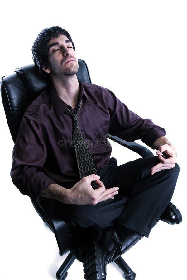 Hombre de negocios mediatating imagen de archivo