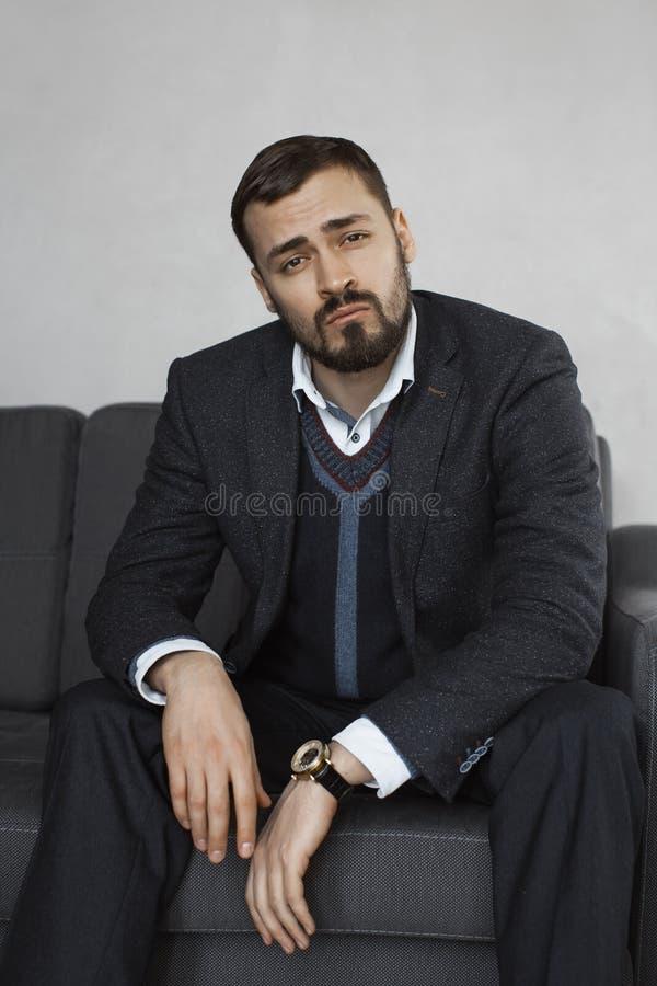Hombre de negocios moderno Hombre confidente en juego foto de archivo