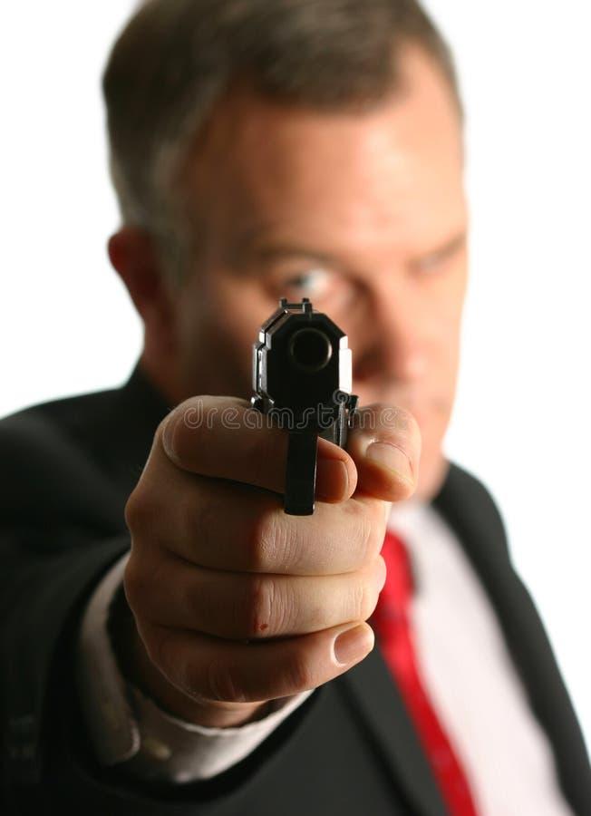 Hombre de negocios o agente federal que señala la arma de mano imagenes de archivo