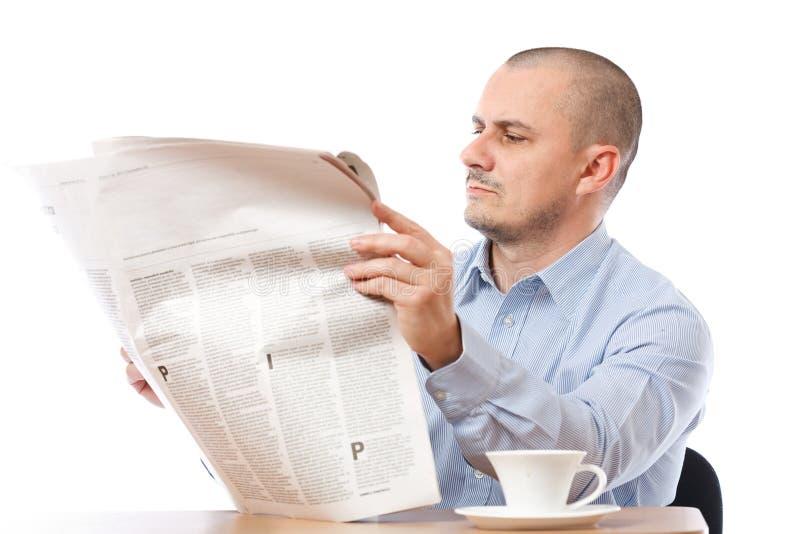 Hombre de negocios ocasional con el periódico foto de archivo libre de regalías