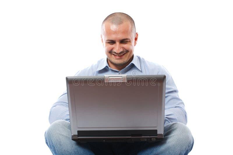 Hombre de negocios ocasional con la computadora portátil fotografía de archivo libre de regalías