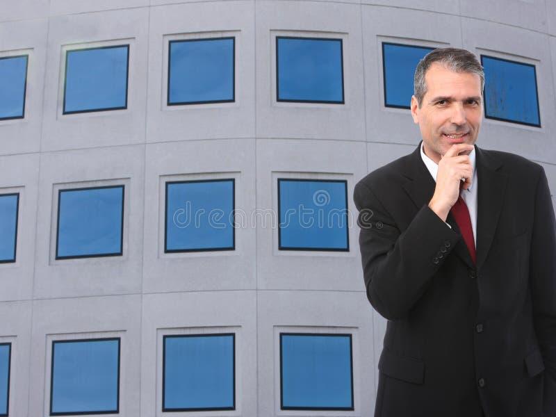 Hombre de negocios pensativo hermoso imagen de archivo