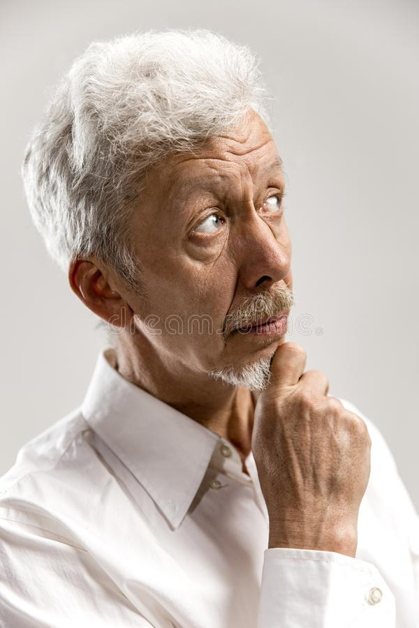 Hombre de negocios pensativo serio Concepto de la duda imagen de archivo