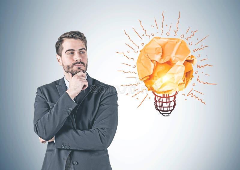 Hombre de negocios pensativo y su idea fotografía de archivo libre de regalías
