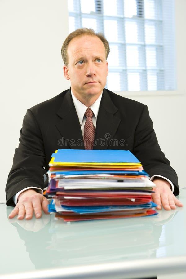 Hombre de negocios preocupante imagen de archivo