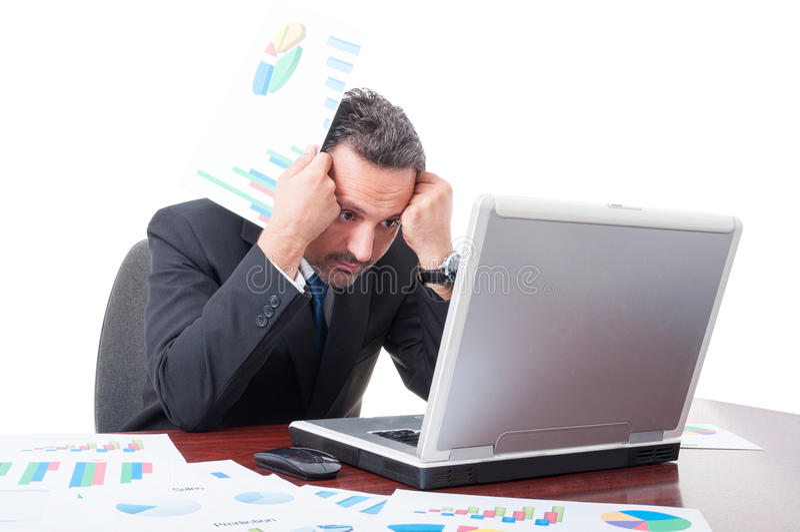 Hombre de negocios preocupante que tiene problemas con rentas financieras imágenes de archivo libres de regalías
