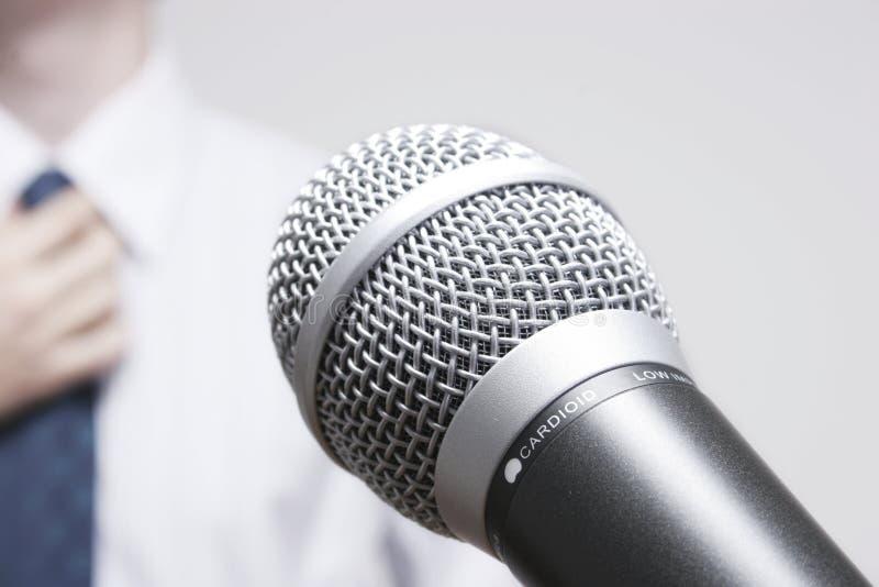 Hombre de negocios pronunciar discurso fotografía de archivo libre de regalías