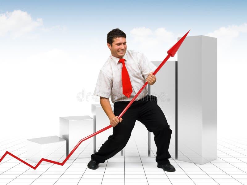 Hombre de negocios que ayuda a una flecha roja del gráfico fotografía de archivo