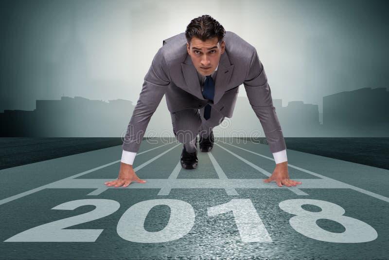 Hombre de negocios que corre hacia el Año Nuevo 2018 imagenes de archivo