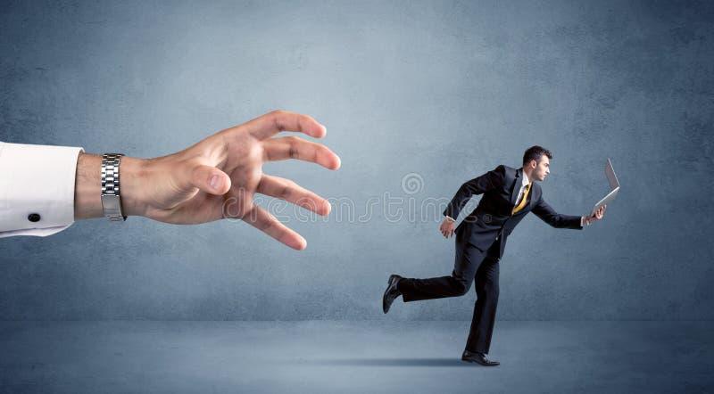 Hombre de negocios que corre de la mano foto de archivo libre de regalías