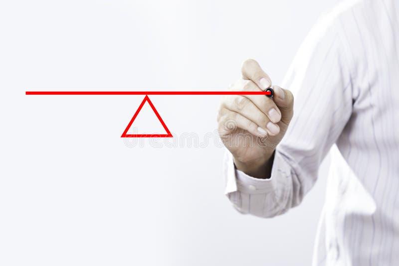 Hombre de negocios que dibuja una oscilación para demostrar el concepto de un le fotografía de archivo