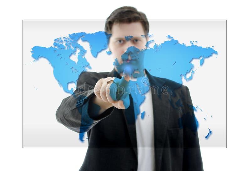 Hombre de negocios que empuja en un interfaz de la pantalla táctil imagen de archivo