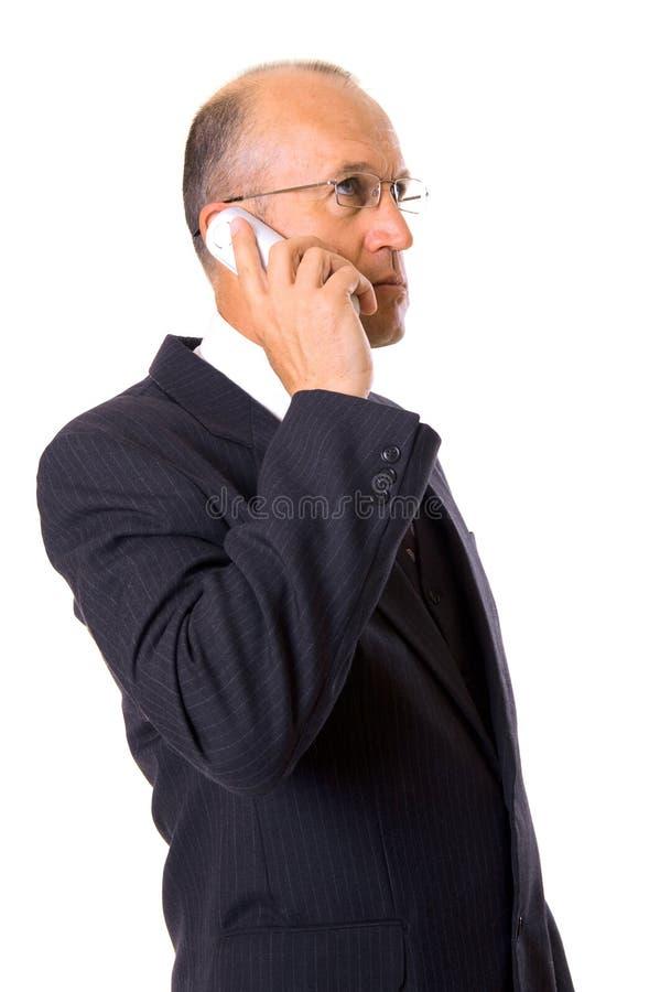 Hombre de negocios que habla en el teléfono celular foto de archivo libre de regalías
