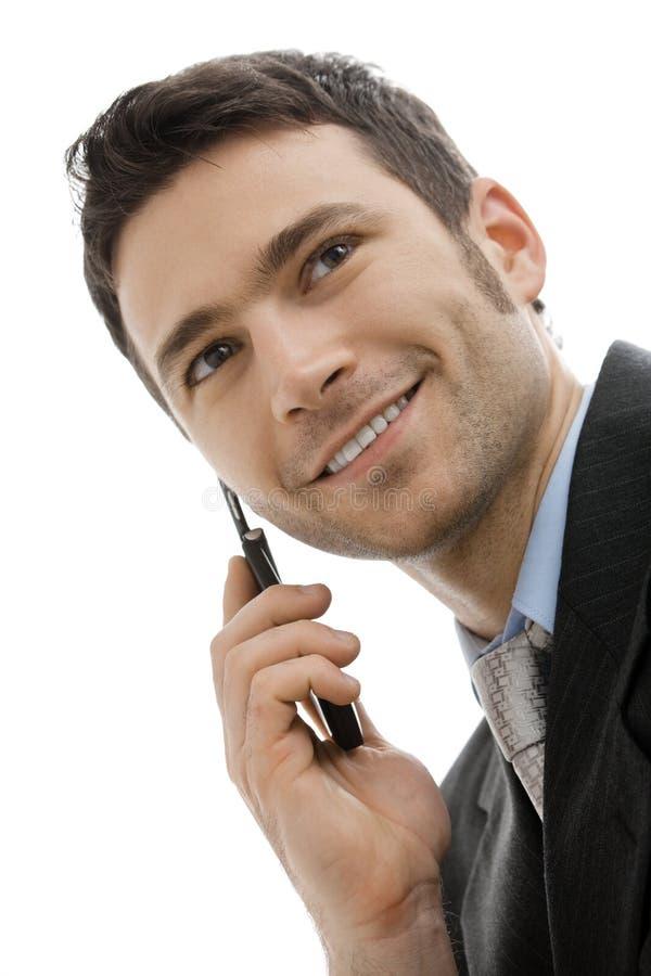 Hombre de negocios que habla en el teléfono móvil fotos de archivo