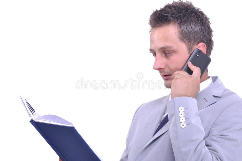 Hombre de negocios que habla en su smartphone imagen de archivo