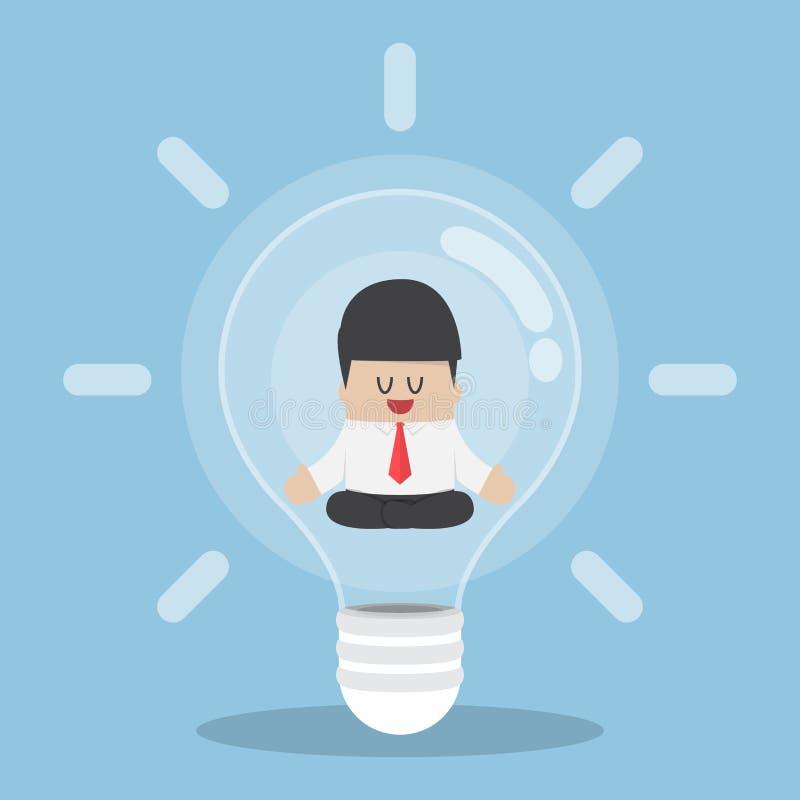 Hombre de negocios que hace la meditación dentro de la bombilla libre illustration