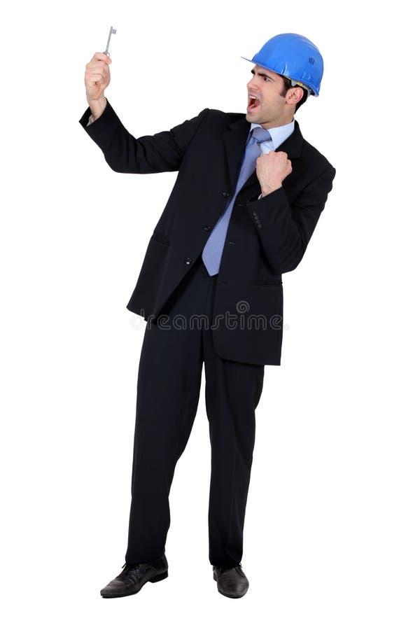 Hombre de negocios que lleva a cabo un clave fotografía de archivo libre de regalías