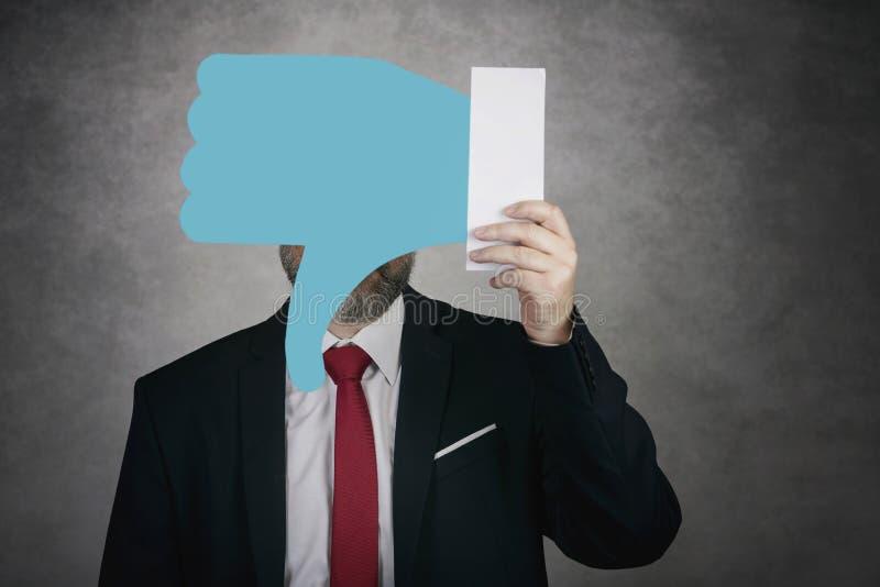 Hombre de negocios que lleva a cabo un icono de la aversión imagenes de archivo