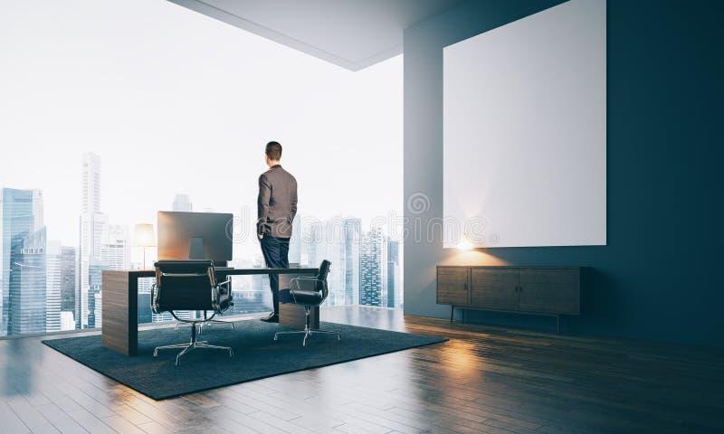 Hombre de negocios que lleva el traje y soportes modernos adentro imagenes de archivo