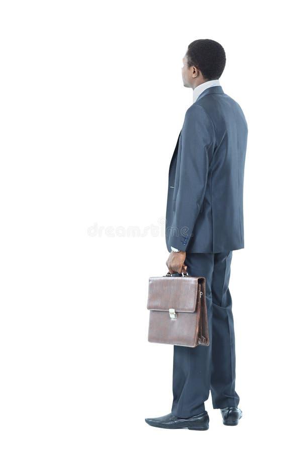 Hombre de negocios que mira en fondo fotos de archivo