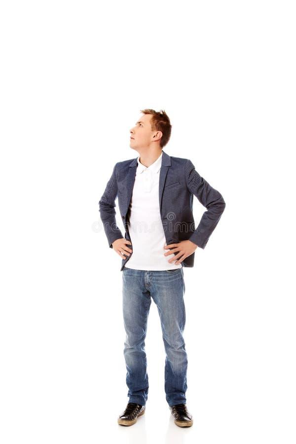 Hombre de negocios que mira para arriba para el copyspace o algo fotografía de archivo