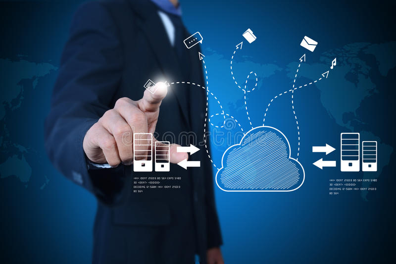 Hombre de negocios que muestra el concepto de computación de la nube foto de archivo libre de regalías