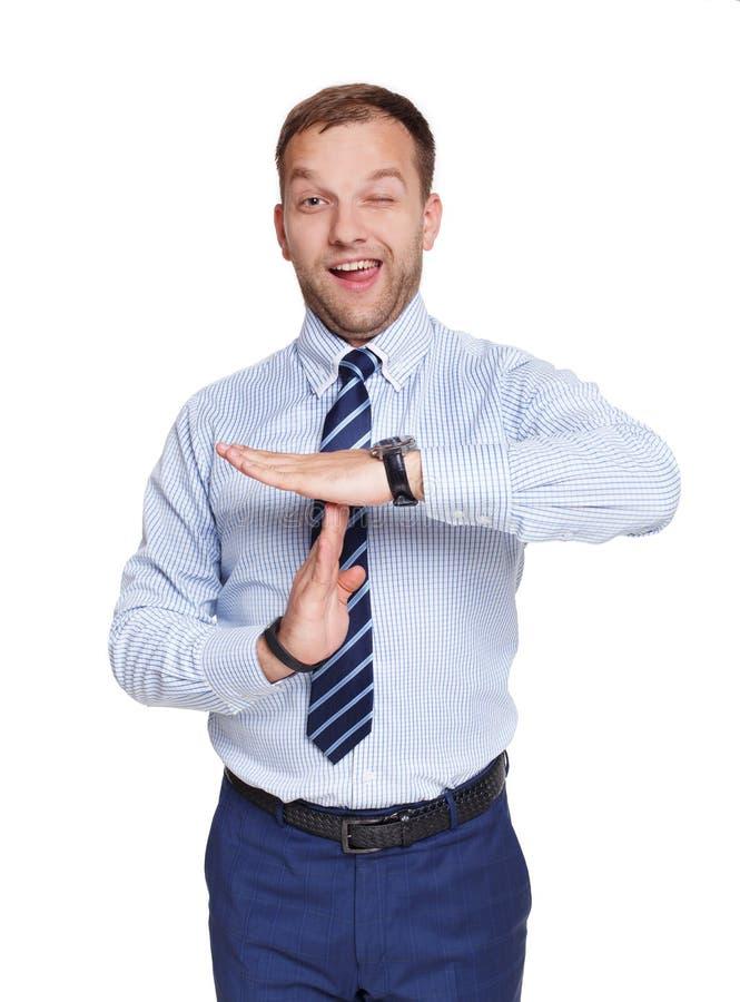 Hombre de negocios que muestra el gesto y el guiño del descanso aislados en blanco imagen de archivo libre de regalías