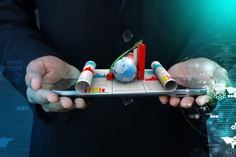 Hombre de negocios que muestra el gráfico y el globo del crecimiento fotos de archivo libres de regalías