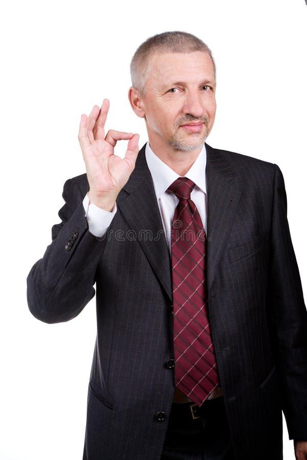 Hombre de negocios que muestra gesto ACEPTABLE fotos de archivo libres de regalías